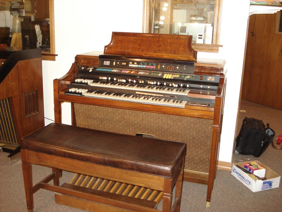 Hammond Concorde Console Organ with built in Leslie Speaker